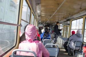 Пассажиры трамвай внутри- arzik2