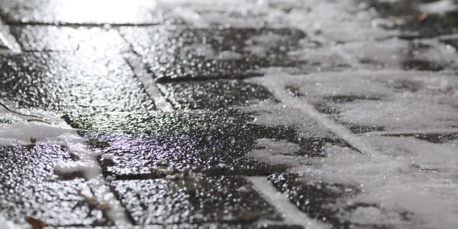 Black_ice_on_footway