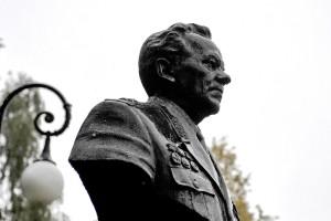 Калашников памятник пресс-служба главы и правительства